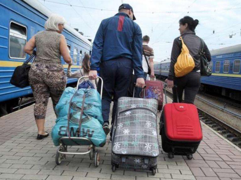 Понад_6_млн_українців_працює_закородоном
