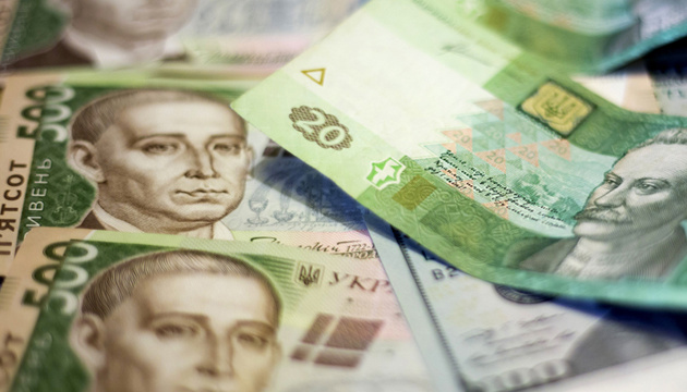 Mixed denominations of hryvnia currency banknotes sit on a table in this arranged photograph in Kiev, Ukraine, on Monday, Feb. 3, 2014. Ukraine's opposition got a boost in its struggle to wrest power from President Viktor Yanukovych as a report said the European Union and U.S. are working on an aid package to rival assistance from Russia. Photographer: Vincent Mundy/Bloomberg via Getty Images